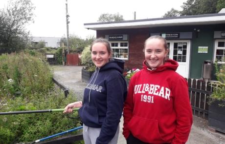 2 girls fishing at oaklands